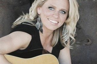 Beccy Cole with guitar